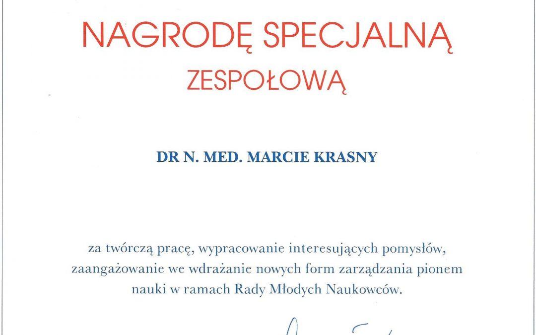dr n. med. Marta Krasny spec. ortodoncji otrzymała nagrodę specjalną Rektora WUM prof. Mirosława Wielgosia za  rozwój nauki